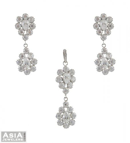 White Gold Pendant and Earrings Set