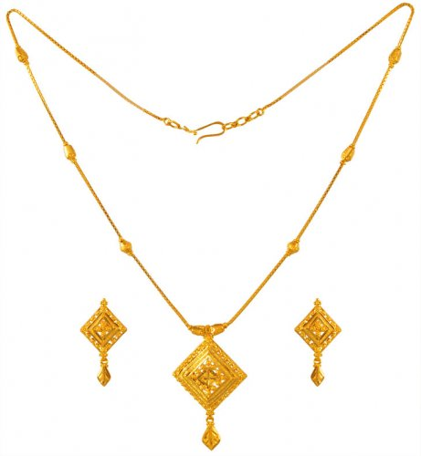 22kt Gold Necklace and Earrings Set