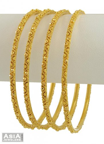 Mens gold necklace with pendant