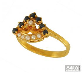 Gold Ring With Sapphire And Pearls